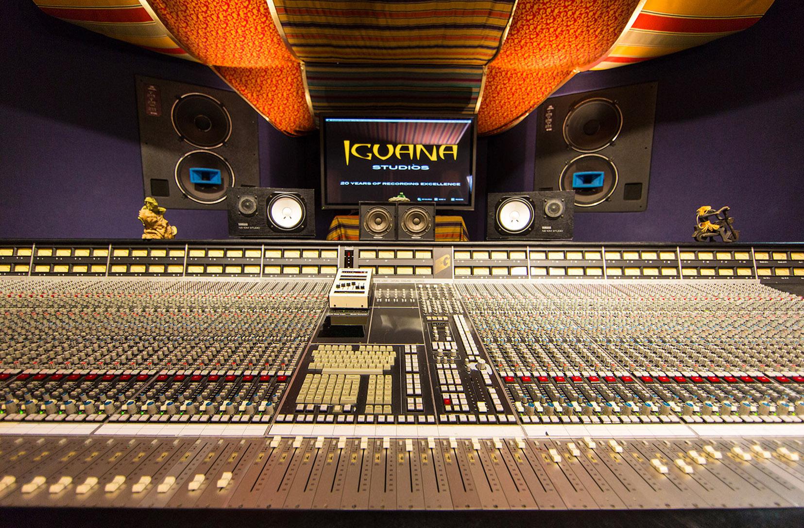 studio_straight